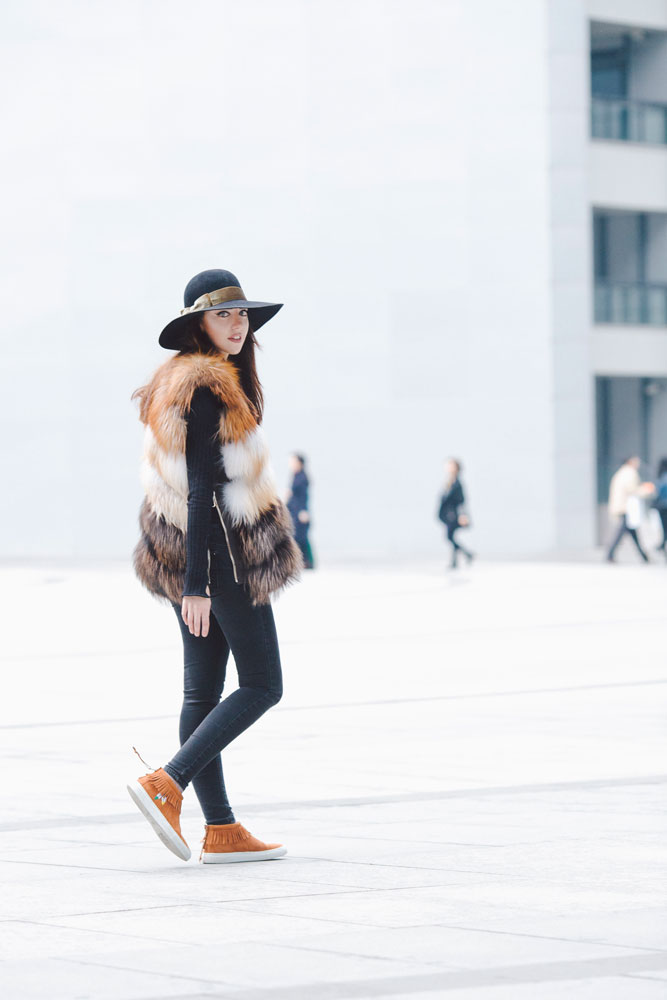 lady fur indossa gilet di pelisse di volpe