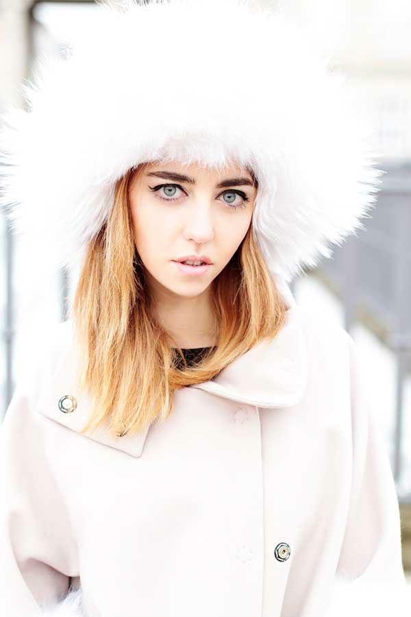 lady fur indossa un colbacco chanel a copenhagen
